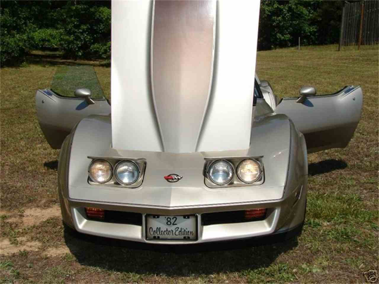 Large Picture of '82 Chevrolet Corvette Offered by TX Collector Classic Cars - FKDL