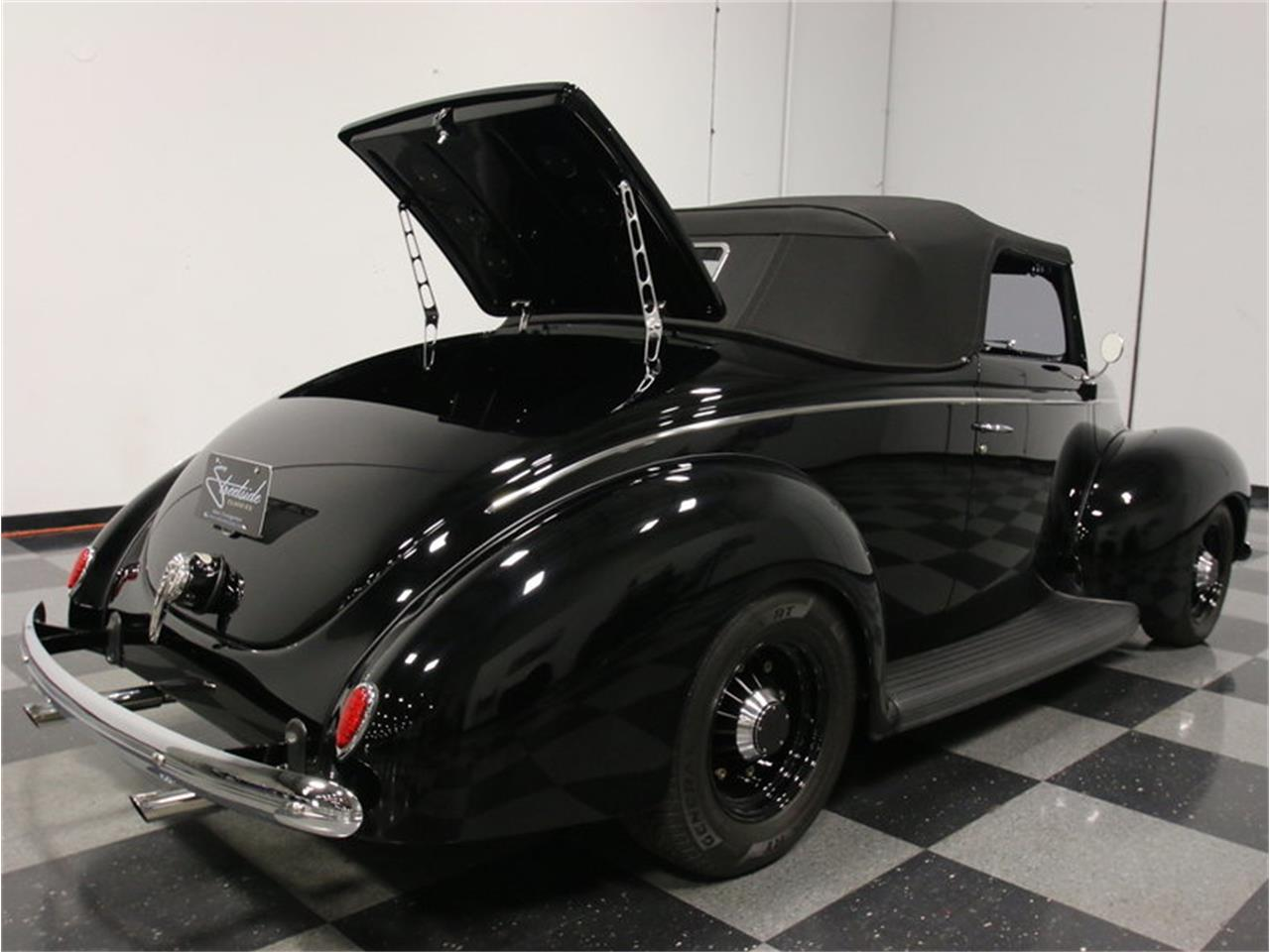Large Picture of Classic 1939 Deluxe Offered by Streetside Classics - Atlanta - FRR7
