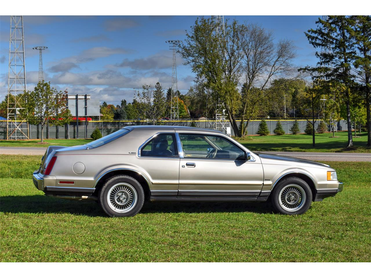 Large Picture of 1988 Lincoln Mark VII Offered by Hooked On Classics - FSQI