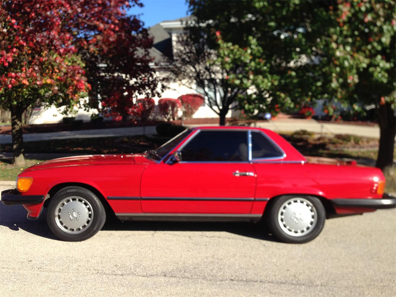 Large Picture of 1988 Mercedes-Benz 560SL located in Orland park Illinois Offered by a Private Seller - FVWF