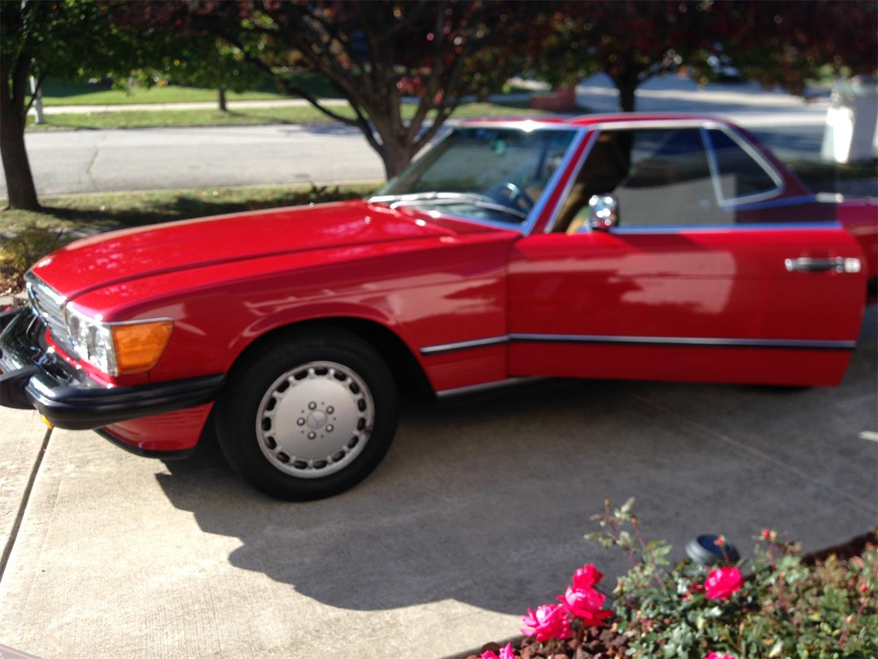 Large Picture of 1988 Mercedes-Benz 560SL located in Orland park Illinois - $35,000.00 Offered by a Private Seller - FVWF