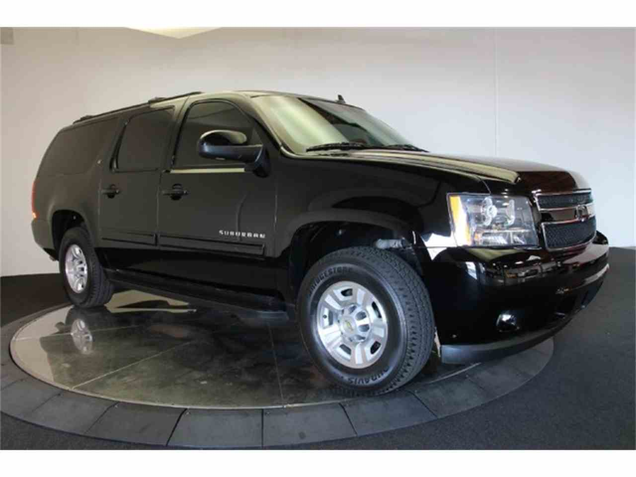 Large Picture of '11 Chevrolet Suburban located in California - $69,900.00 - FYNW