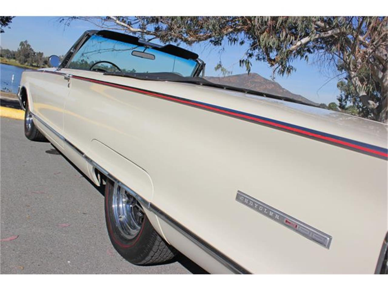Large Picture of Classic 1965 Chrysler 300L - G3RT