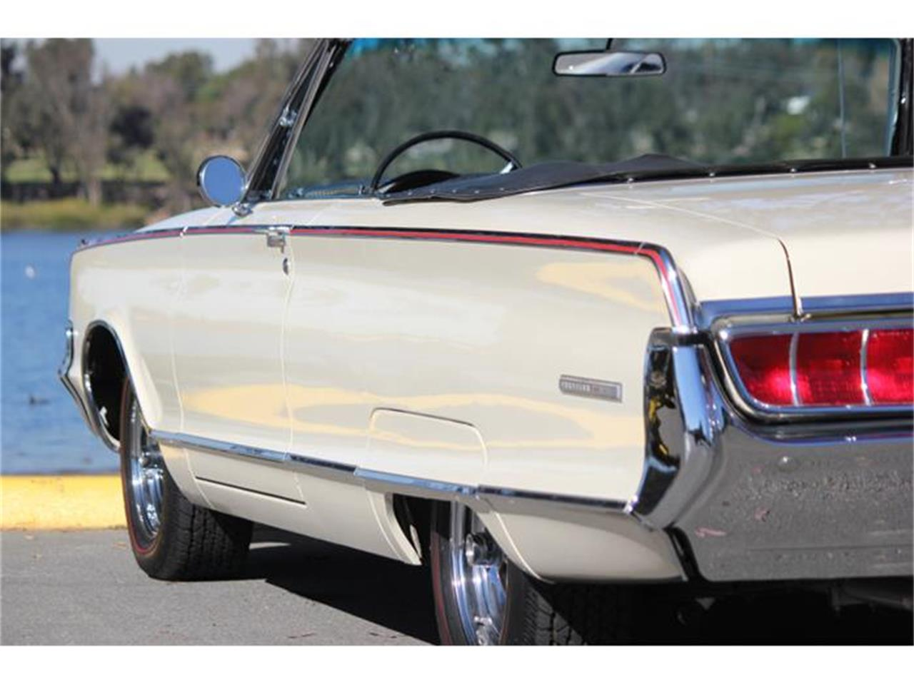Large Picture of 1965 Chrysler 300L - G3RT