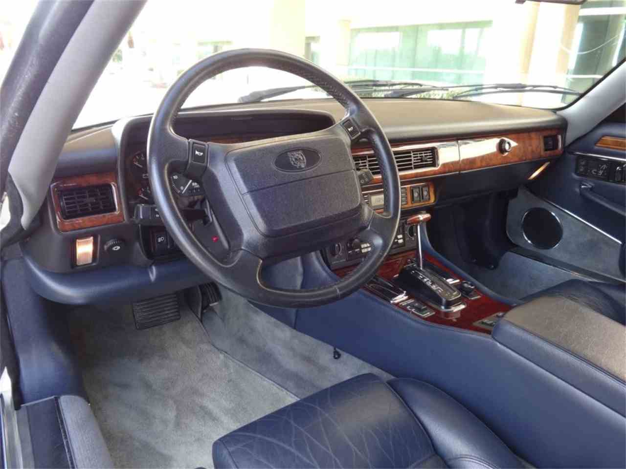 Large Picture of '92 Jaguar XJS Offered by Pedigree Motorcars - G8Z0
