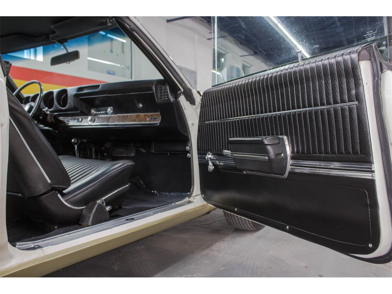 Large Picture of Classic '69 Oldsmobile Hurst located in Montreal Quebec - $89,995.00 Offered by John Scotti Classic Cars - GA07