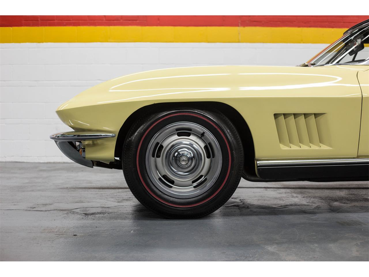 Large Picture of '67 Chevrolet Corvette located in Montreal Quebec Offered by John Scotti Classic Cars - GA0D