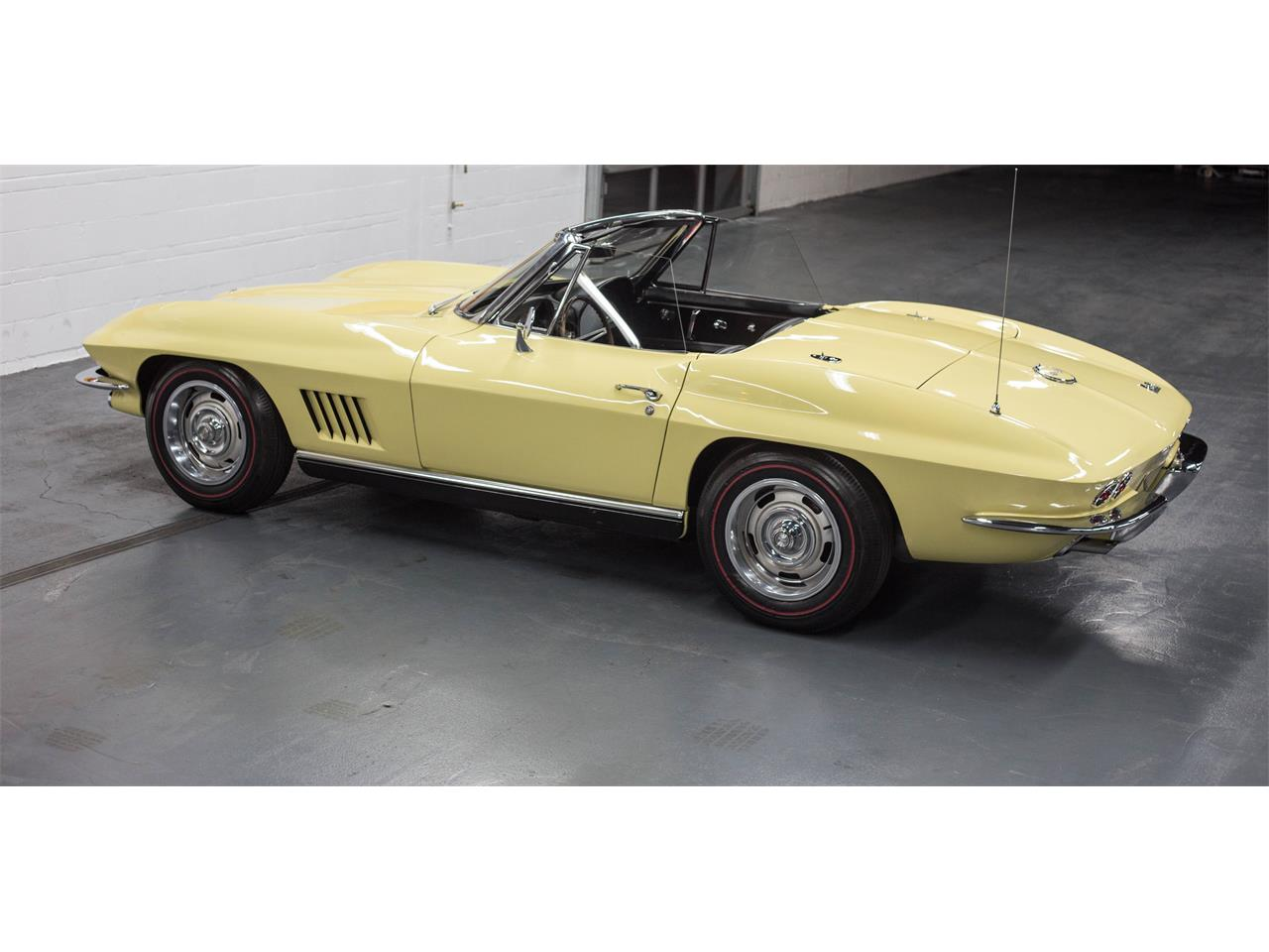 Large Picture of 1967 Corvette - GA0D