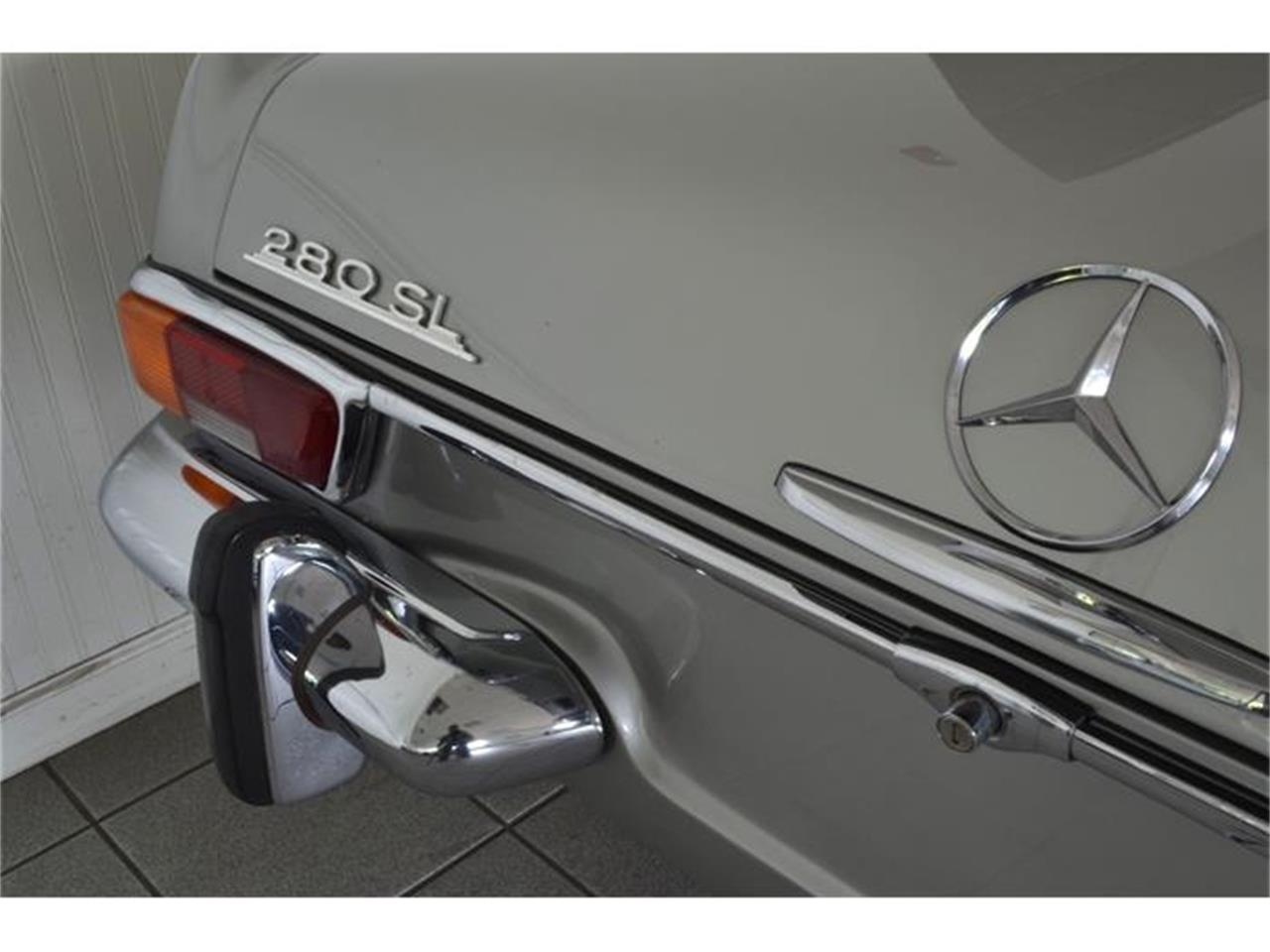 Large Picture of Classic 1970 280SL located in Southampton New York Offered by Aventura Motors - GBQK