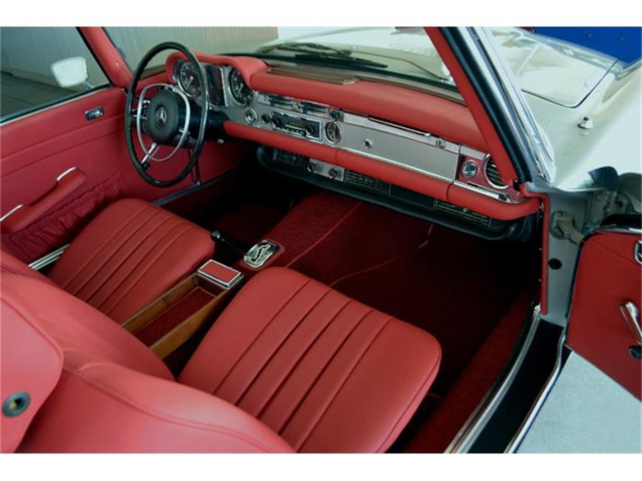 Large Picture of '70 Mercedes-Benz 280SL located in Southampton New York Offered by Aventura Motors - GBQK