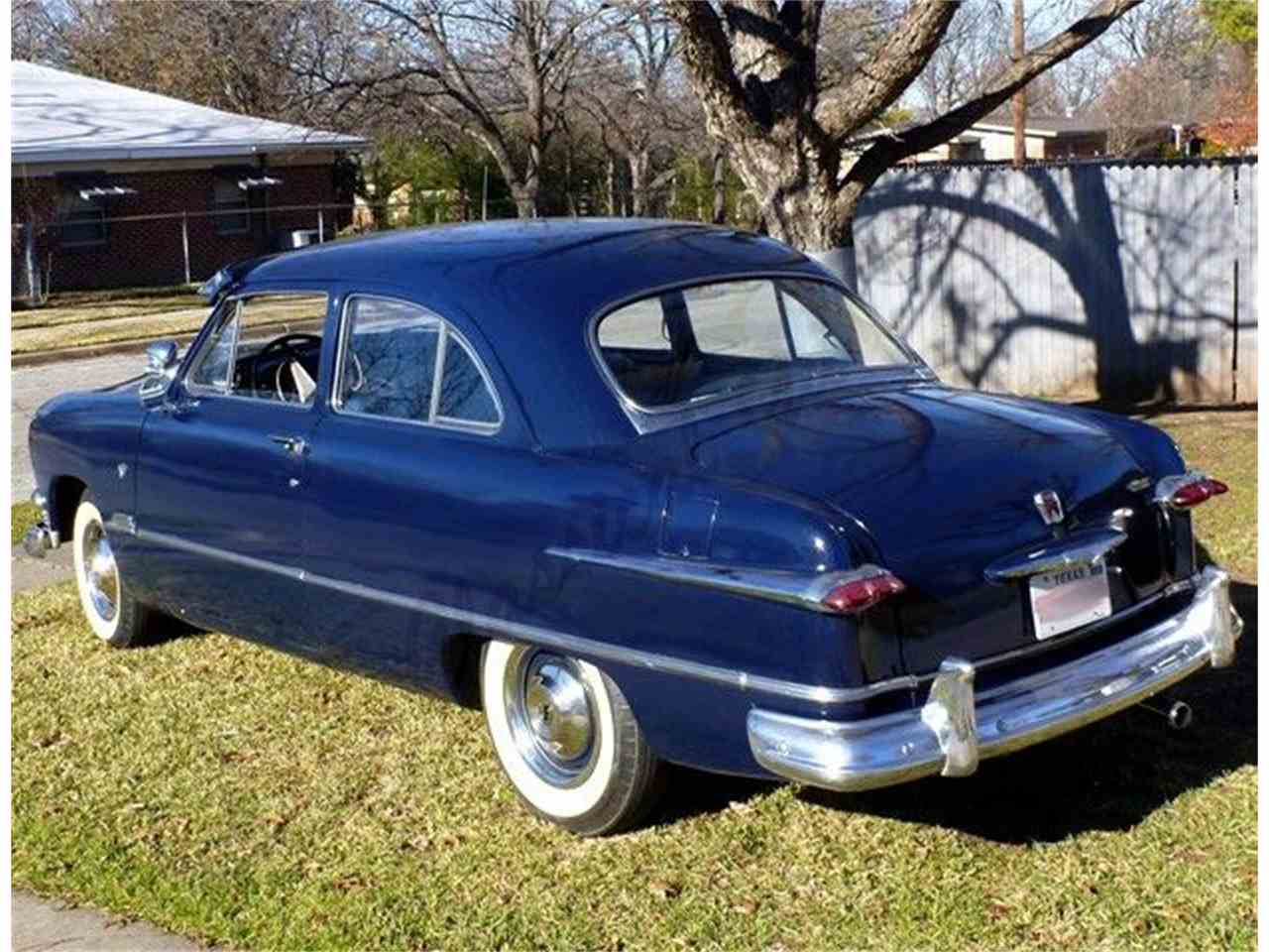 Large Picture of '51 DELUXE 2 DOOR SEDAN - GCBY