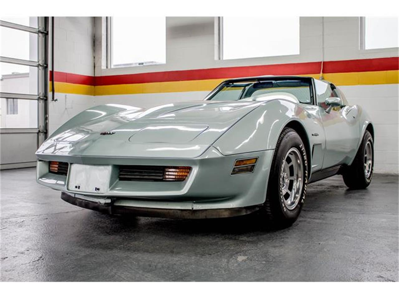 Large Picture of '82 Chevrolet Corvette located in Montreal Quebec - GE2L