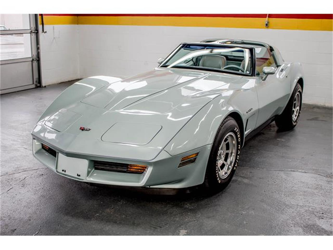 Large Picture of '82 Chevrolet Corvette located in Quebec - GE2L