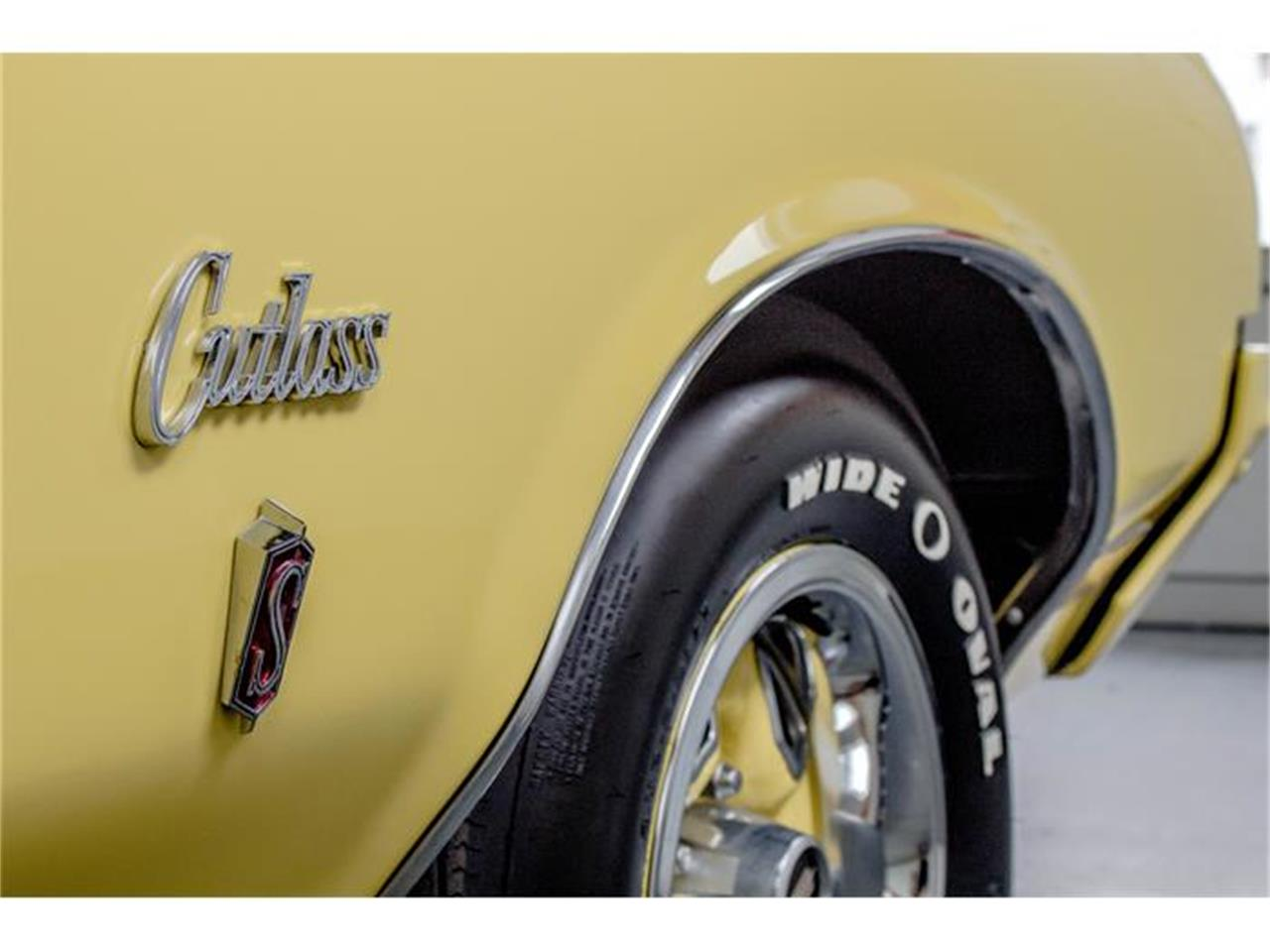 Large Picture of Classic '70 Oldsmobile Rallye 350 located in Montreal Quebec Offered by John Scotti Classic Cars - GE80
