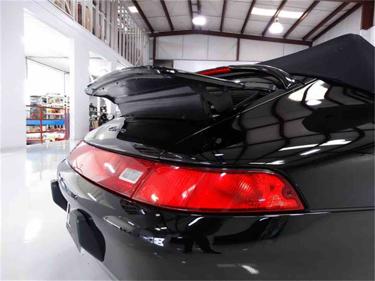 Large Picture of '98 Porsche 911 Carrera located in Missouri Offered by Daniel Schmitt & Co. - GMT3