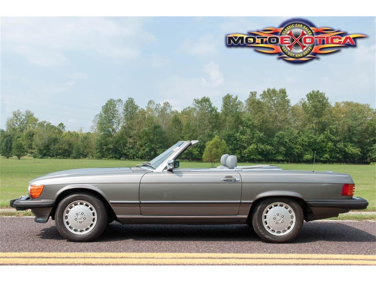 Large Picture of '89 Mercedes-Benz 560SL located in St. Louis Missouri Auction Vehicle Offered by MotoeXotica Classic Cars - GU6G