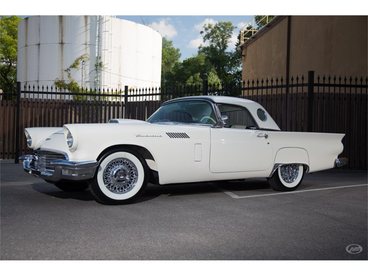 Large Picture of Classic 1957 Ford Thunderbird located in Collierville Tennessee - H4Y9