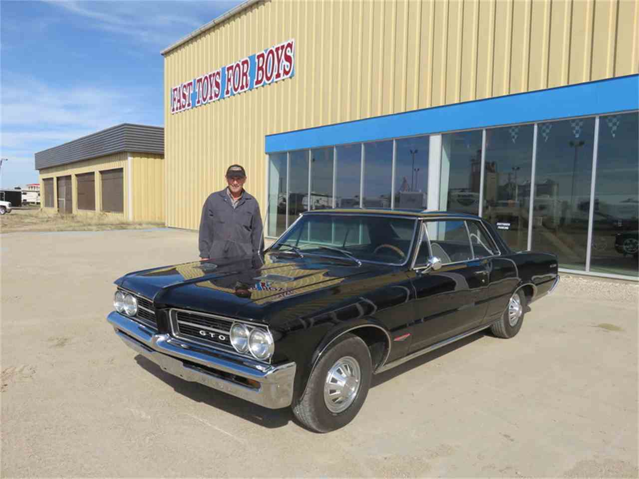 Large Picture of Classic 1964 Pontiac 1000 located in Saskatchewan Auction Vehicle - H6BW