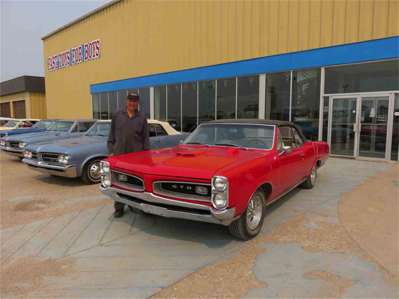 Large Picture of Classic '66 Pontiac Tempest Auction Vehicle Offered by Fast Toys For Boys - H6CW