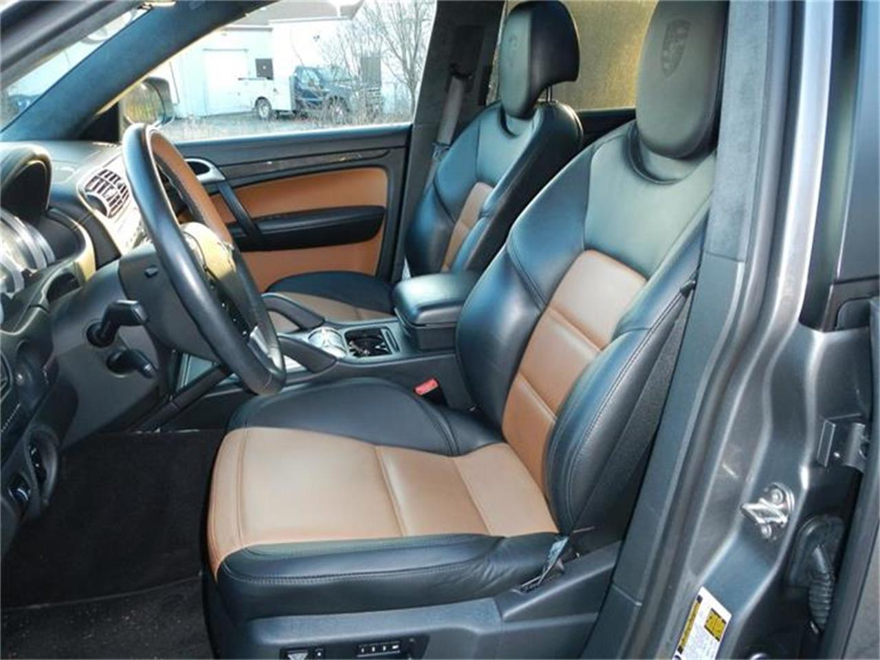 Large Picture of '09 Cayenne located in St. Charles Illinois - H7S4