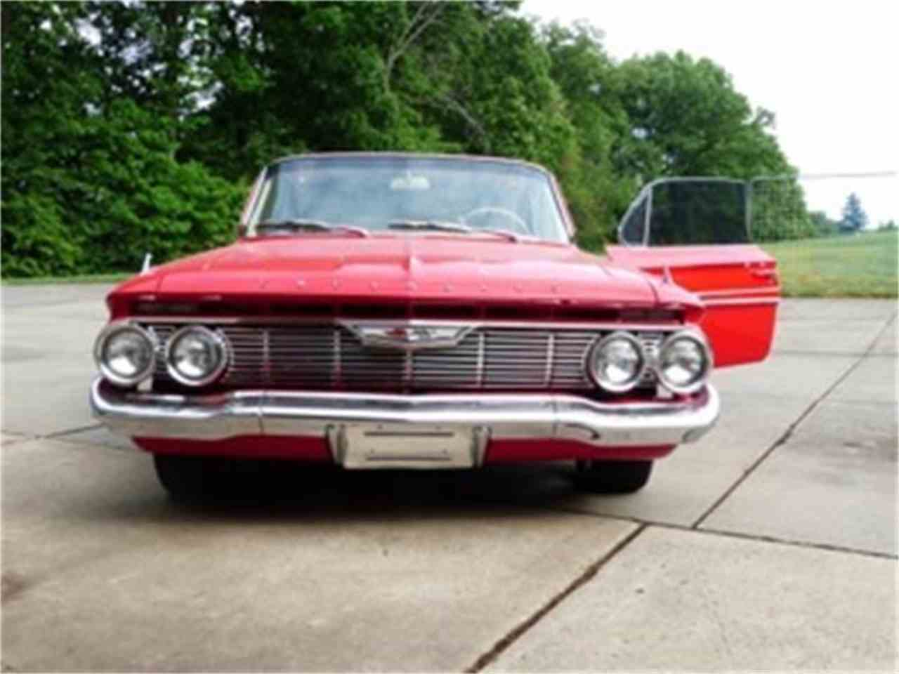 Large Picture of '61 Impala - H8SG