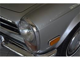Picture of Classic '71 Mercedes-Benz 280SL located in Southampton New York Offered by Aventura Motors - HGGT