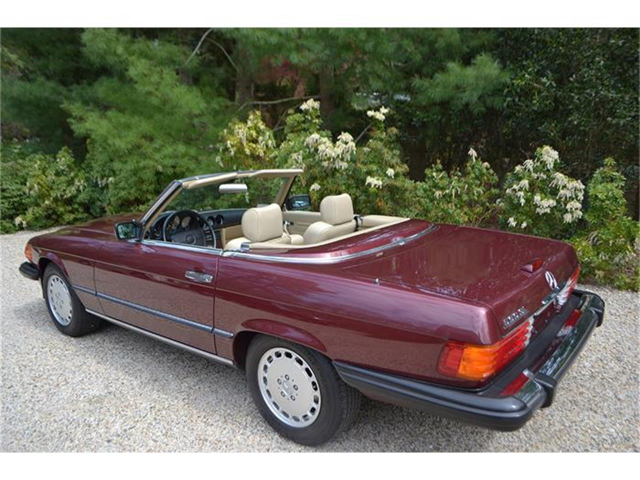 Large Picture of '89 Mercedes-Benz 560SL located in New York Offered by Aventura Motors - HSWO