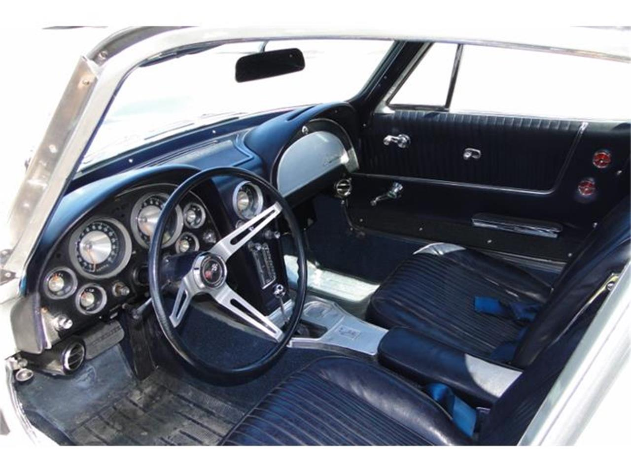 Large Picture of '63 Corvette located in Minnesota - I2BV