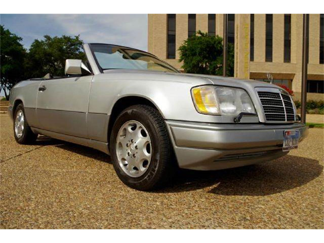 Large Picture of '95 E-Class located in Fort Worth Texas - I36A