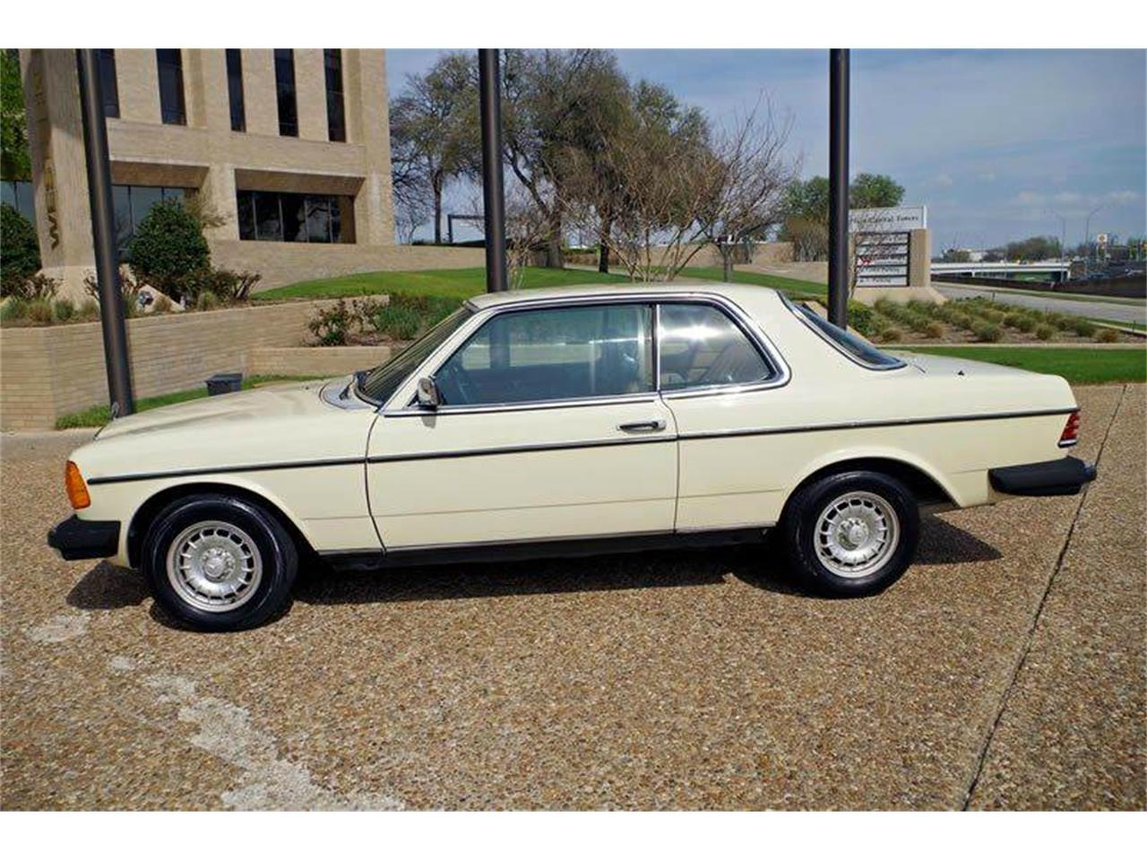 Large Picture of 1985 Mercedes-Benz 300 - I36N