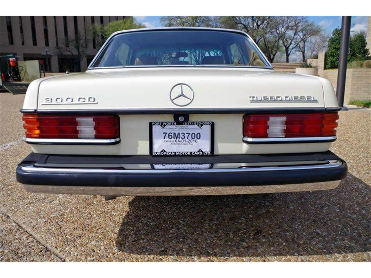 Large Picture of '85 Mercedes-Benz 300 located in Fort Worth Texas - I36N