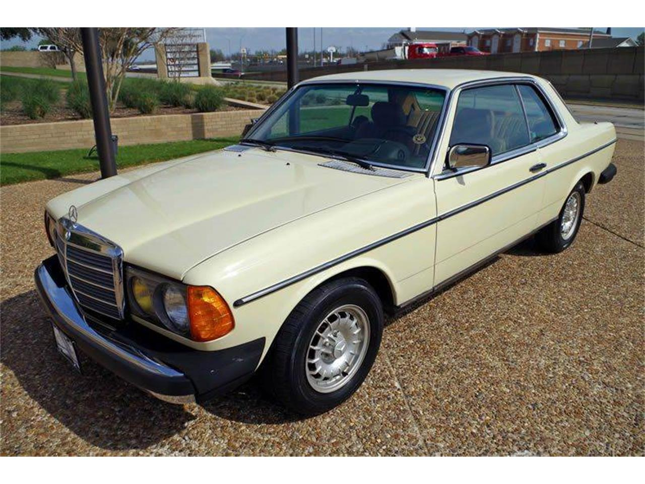 Large Picture of '85 Mercedes-Benz 300 Offered by ABC Dealer TEST - I36N