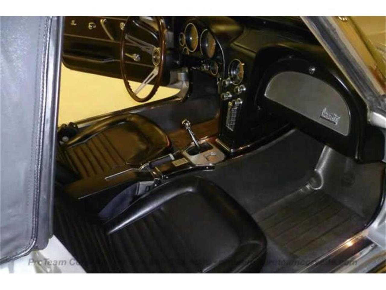 Large Picture of '67 Corvette - I43P