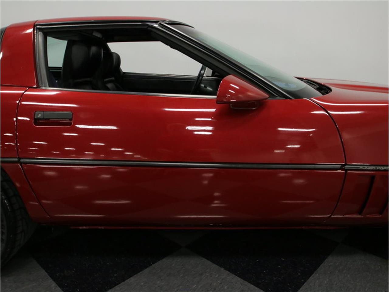 Large Picture of '89 Chevrolet Corvette located in Tennessee Offered by Streetside Classics - Nashville - IKOA
