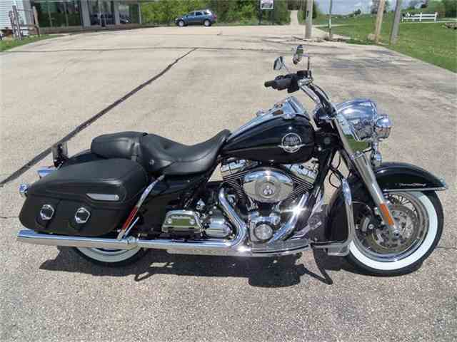 Picture of '09 Harley-Davidson: Road King Classic located in Jefferson Wisconsin - $14,995.00 - IMRO