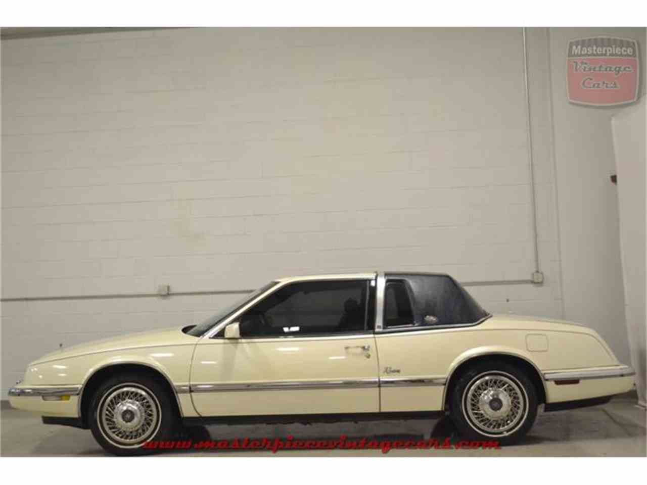 Large Picture of '90 Buick Riviera - $5,950.00 - IRZC