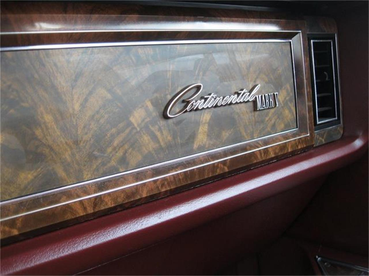 Large Picture of '78 Continental Mark V - IRZF