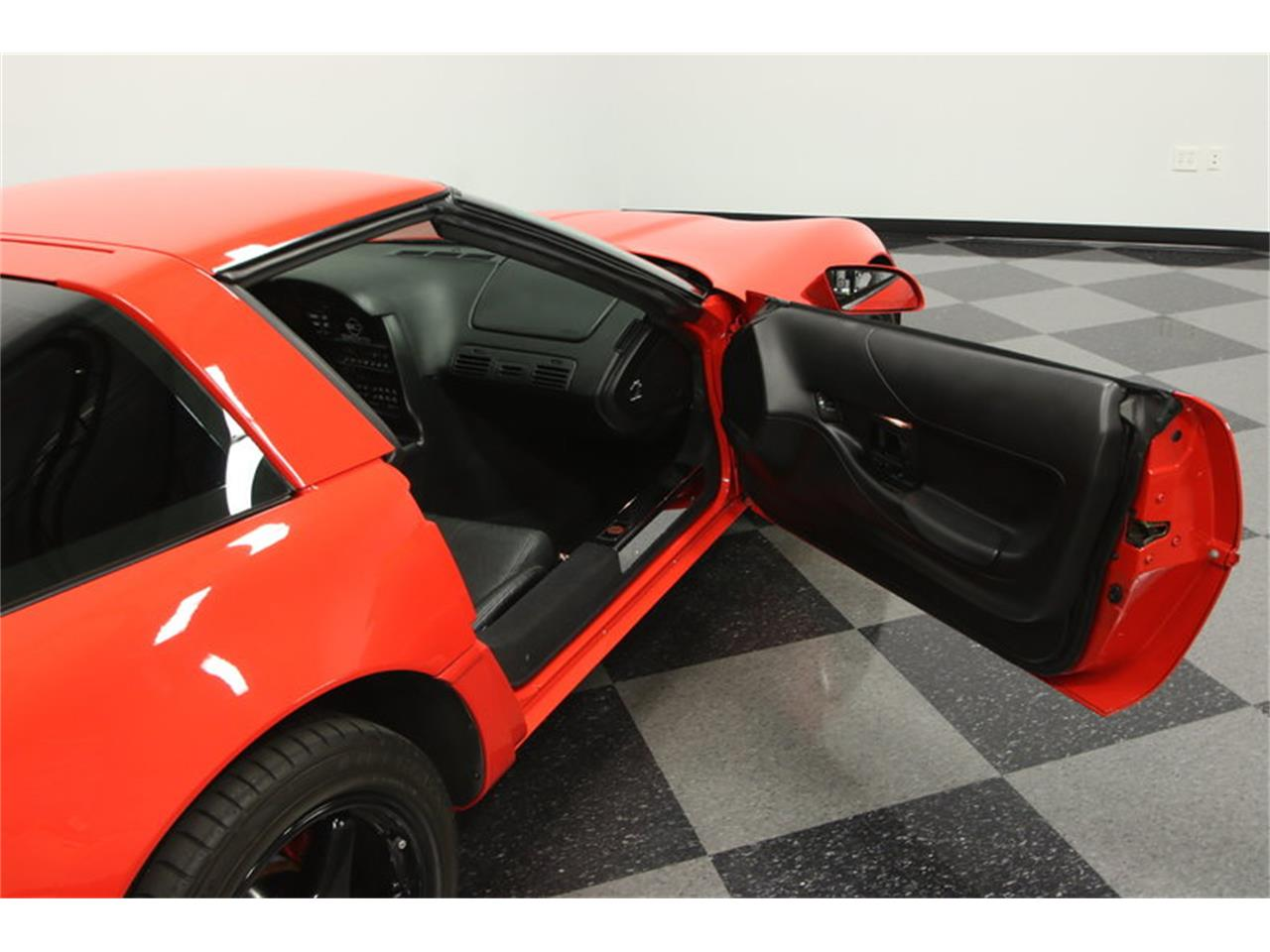 Large Picture of 1995 Chevrolet Corvette located in Lutz Florida - $15,995.00 Offered by Streetside Classics - Tampa - IURO
