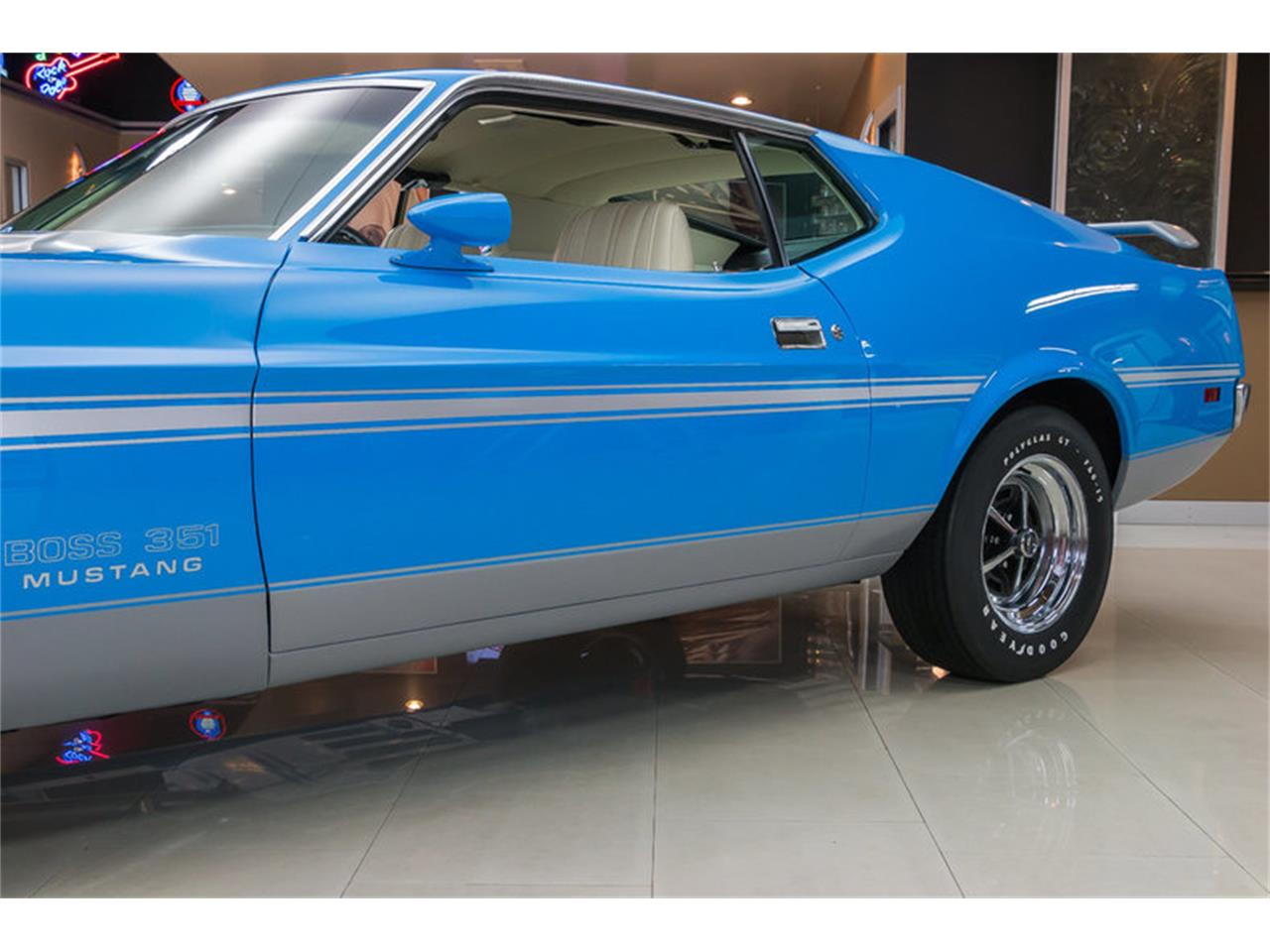 Large Picture of Classic 1971 Mustang - IW4B