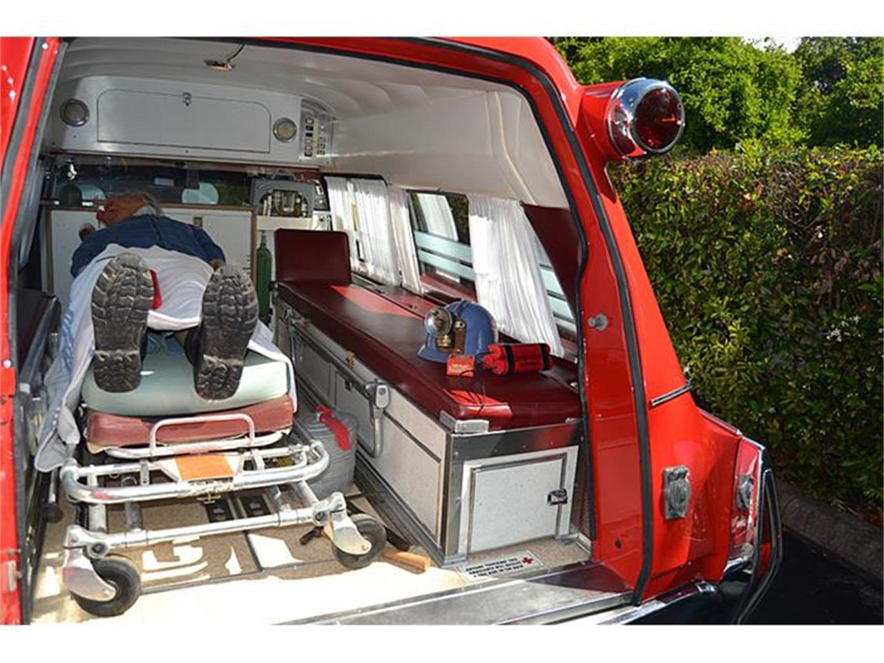 Large Picture of Classic 1972 S&S Kesington Professional Ambulance located in Mount Dora (Orlando) Florida Offered by Classic Dreamcars, Inc. - IWNH