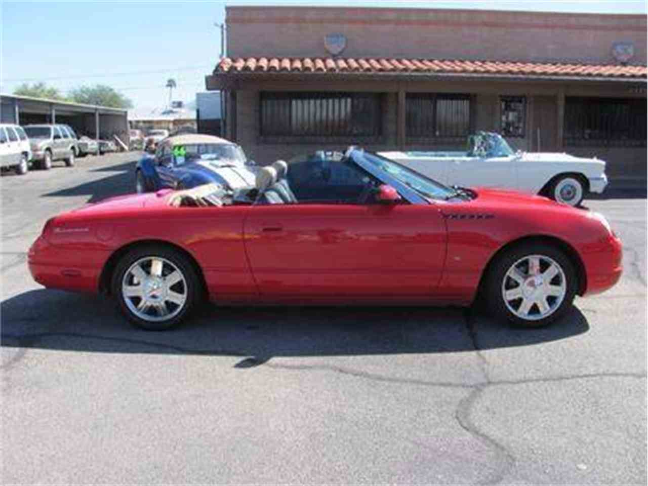 Large Picture of 2004 Ford Thunderbird located in Arizona - $15,500.00 Offered by Suburban Motors - IWX5