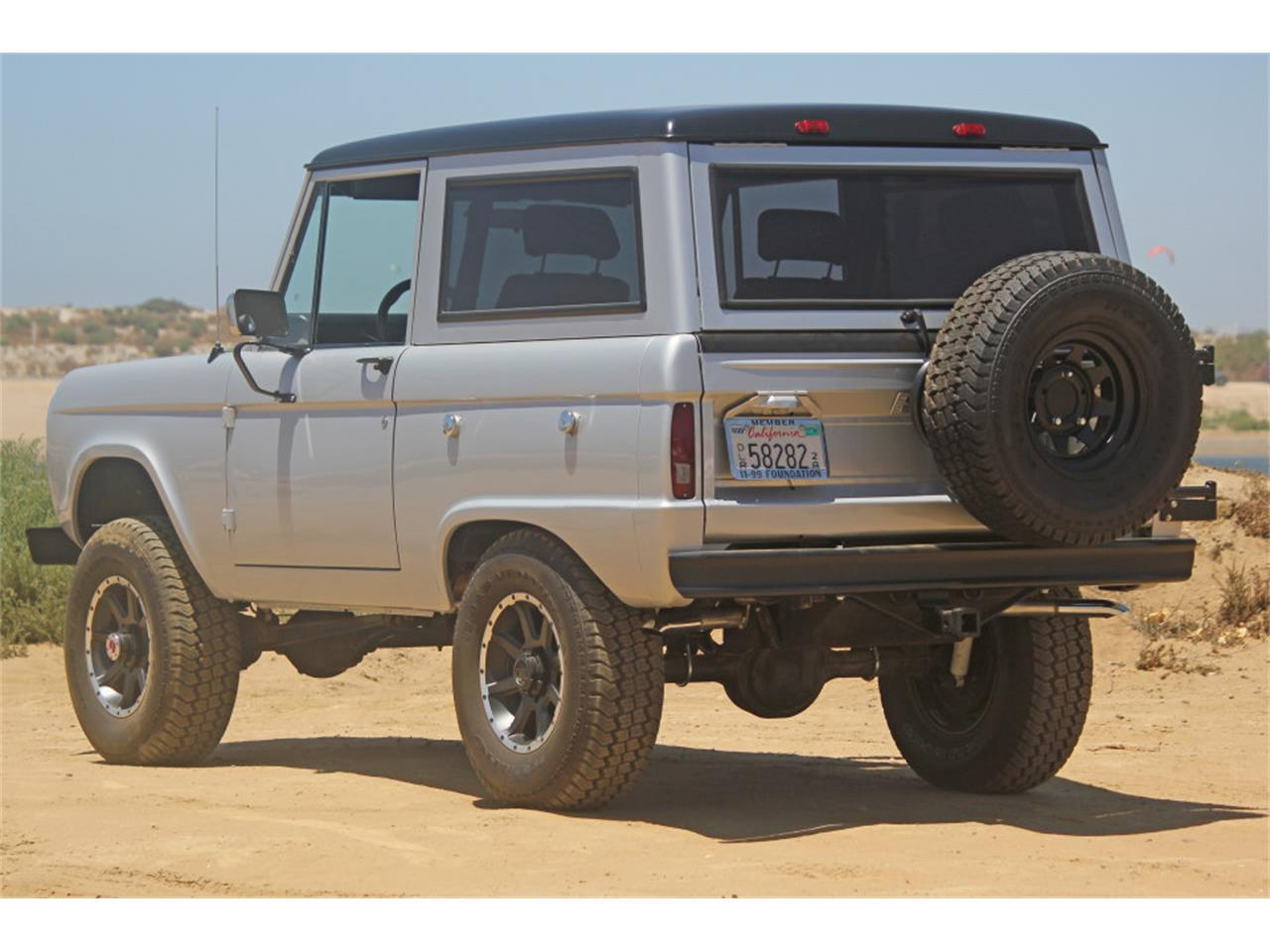 Large Picture of Classic '69 Ford Bronco located in San Diego California - J04E