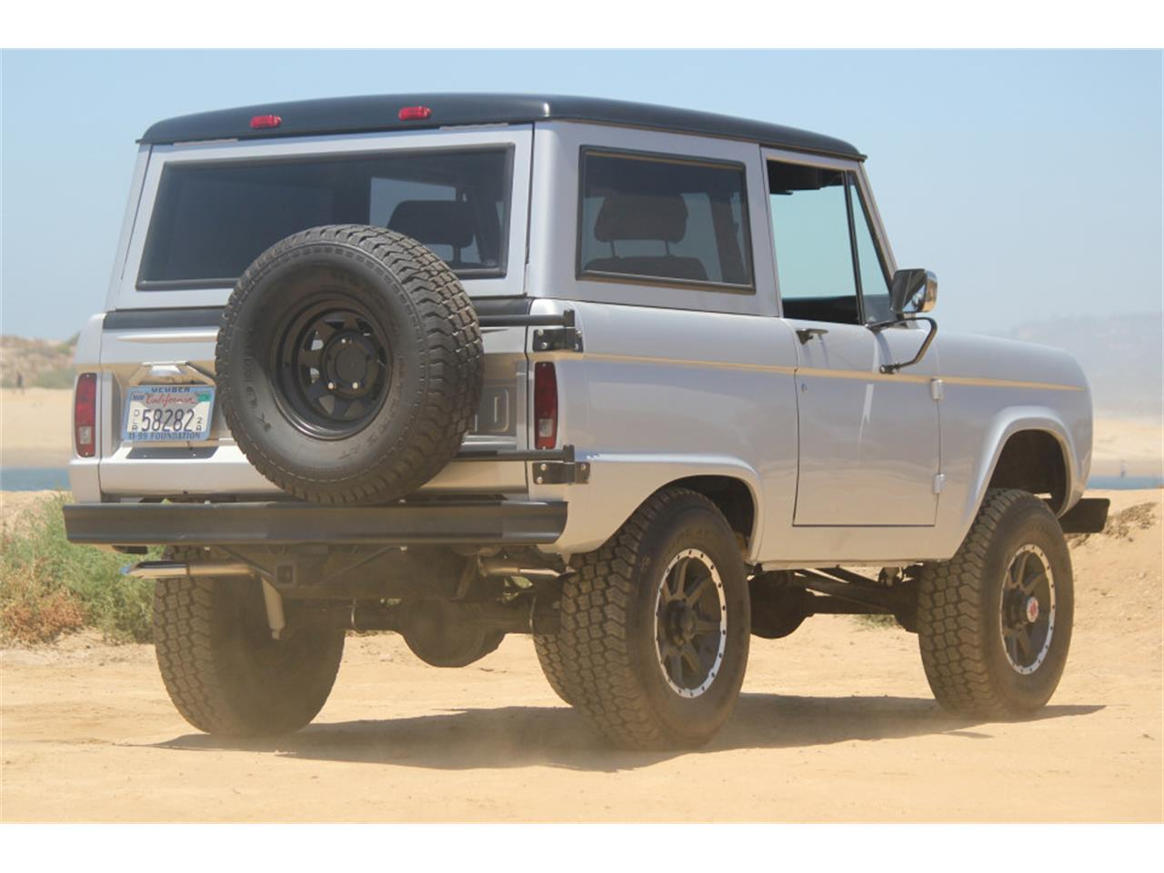 Large Picture of Classic 1969 Ford Bronco - J04E