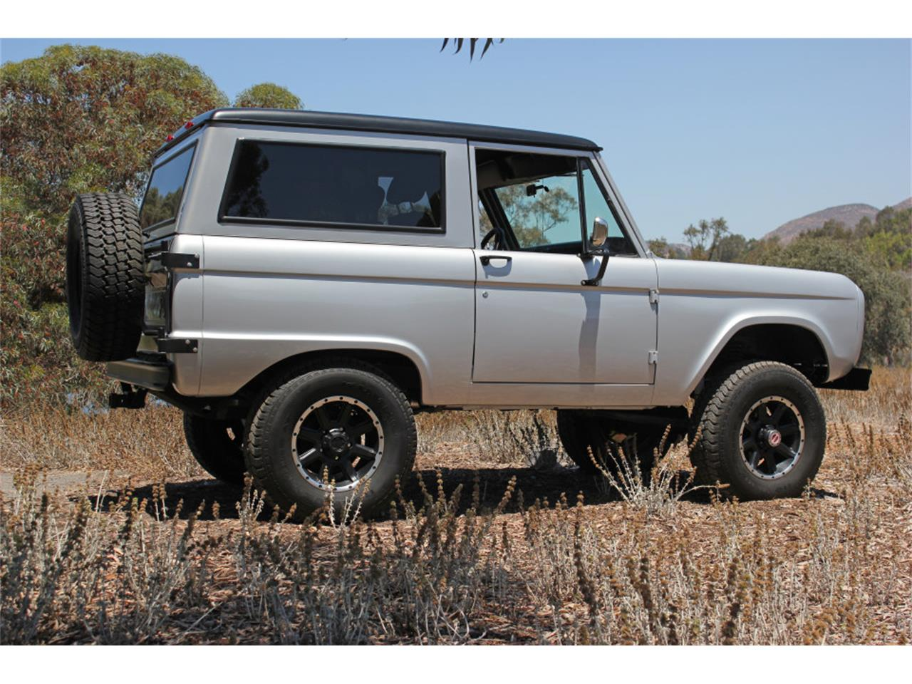 Large Picture of 1969 Bronco - J04E