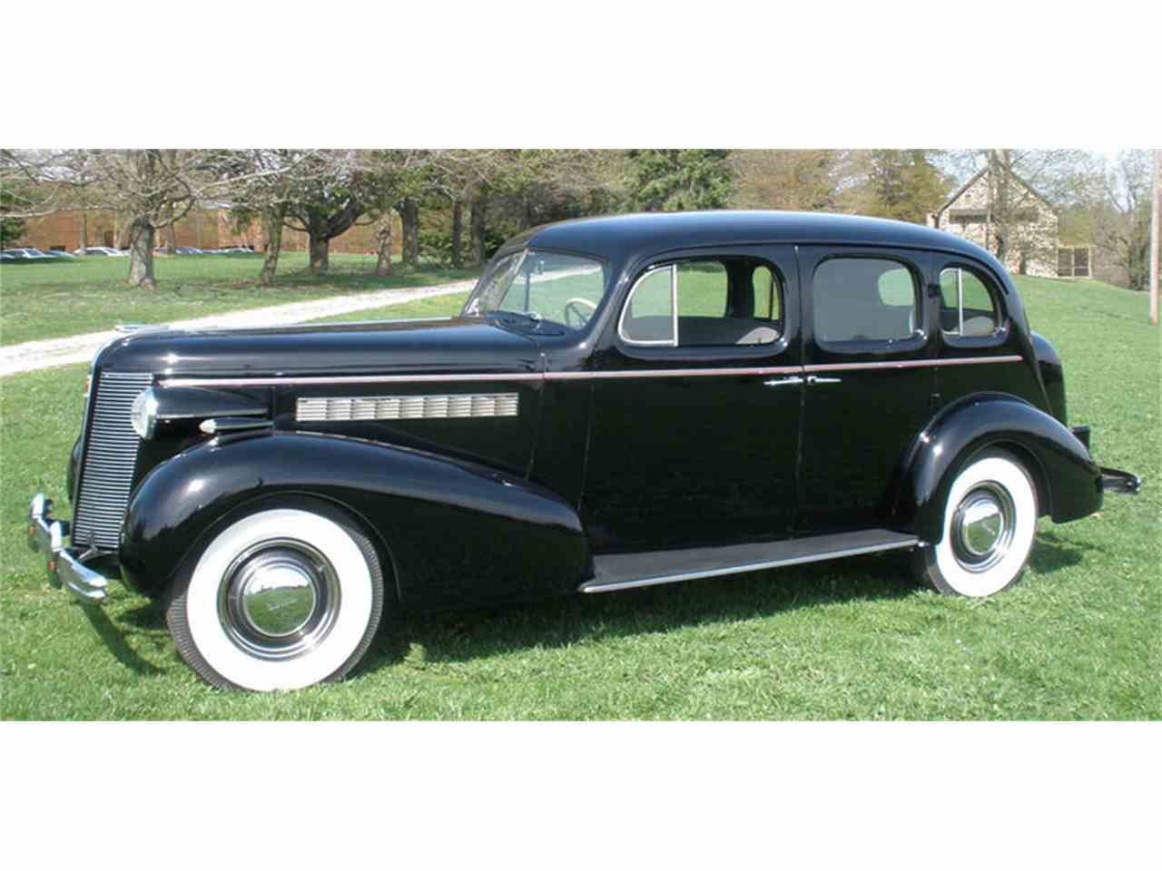 Large Picture of 1937 Buick Roadmaster - J04H
