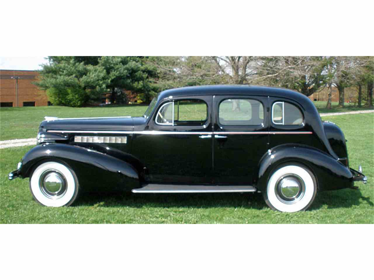 Large Picture of '37 Buick Roadmaster - J04H
