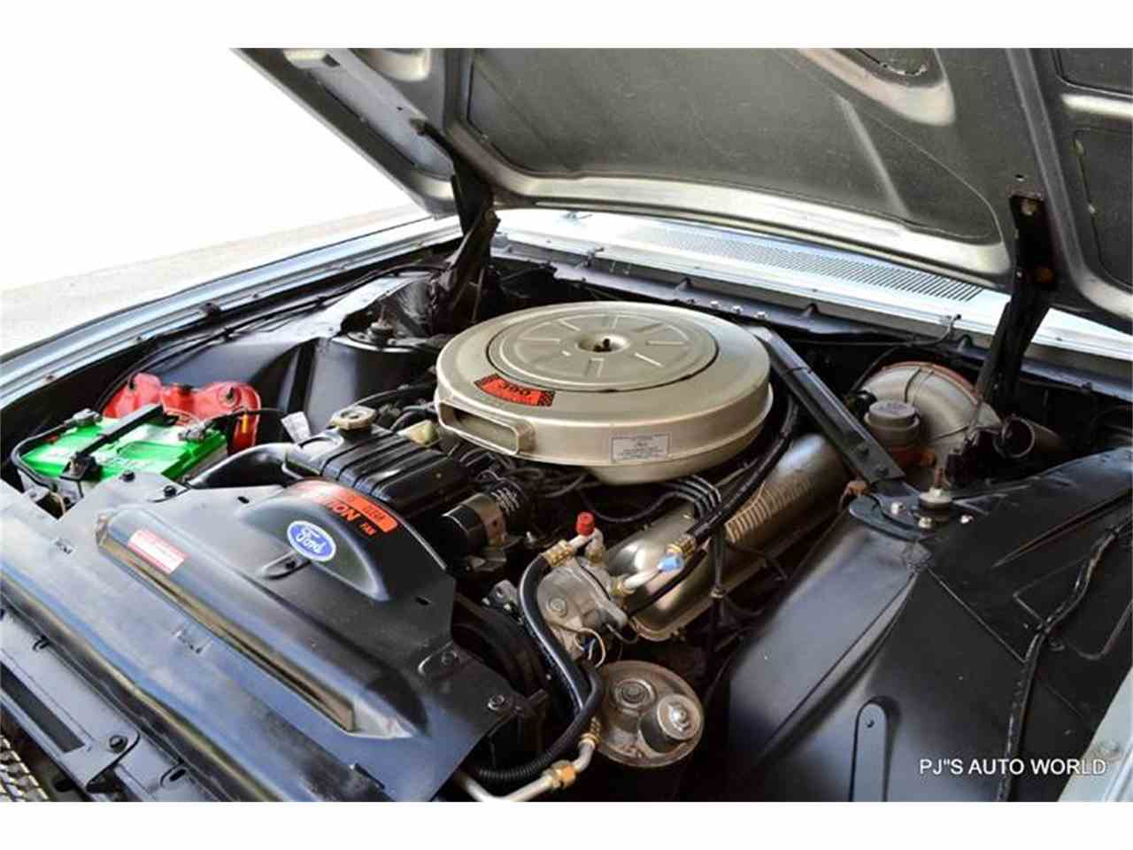 Large Picture of '62 Thunderbird - J087