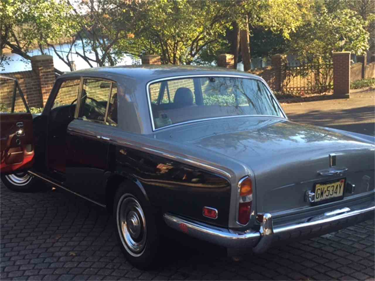 Large Picture of '73 Silver Shadow - J0N0