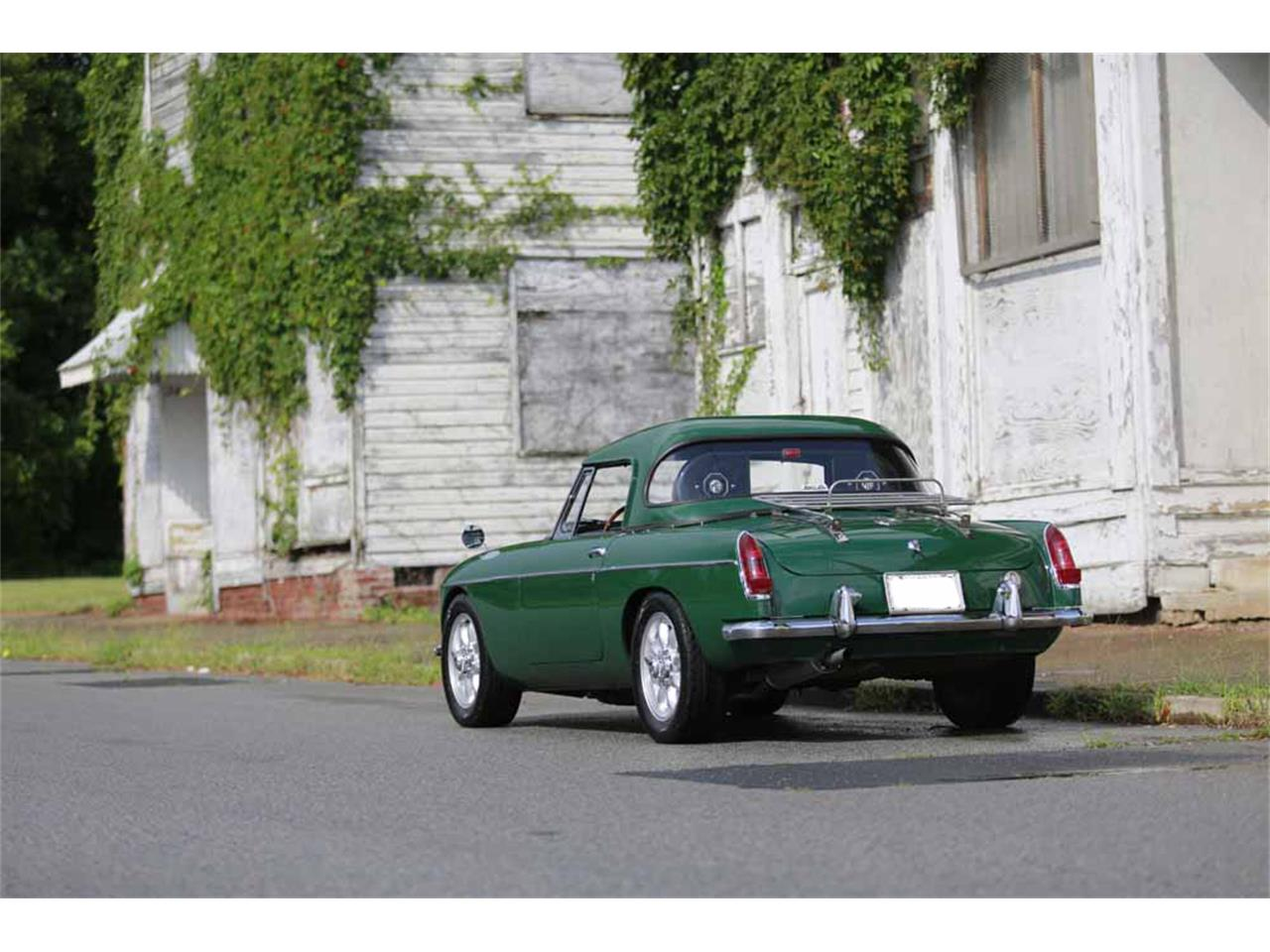 Large Picture of Classic 1965 MG MGB Auction Vehicle - J14W