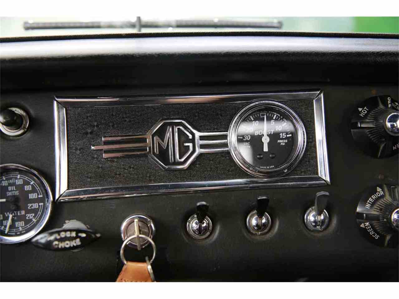 Large Picture of Classic '65 MG MGB located in Virginia  Auction Vehicle - J14W